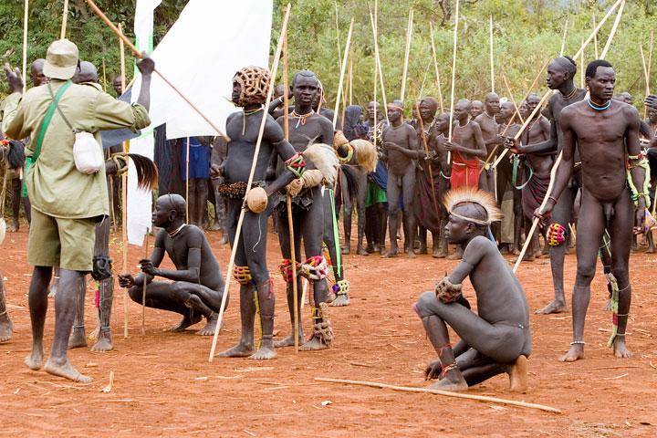golie-muzhchini-raznih-plemen