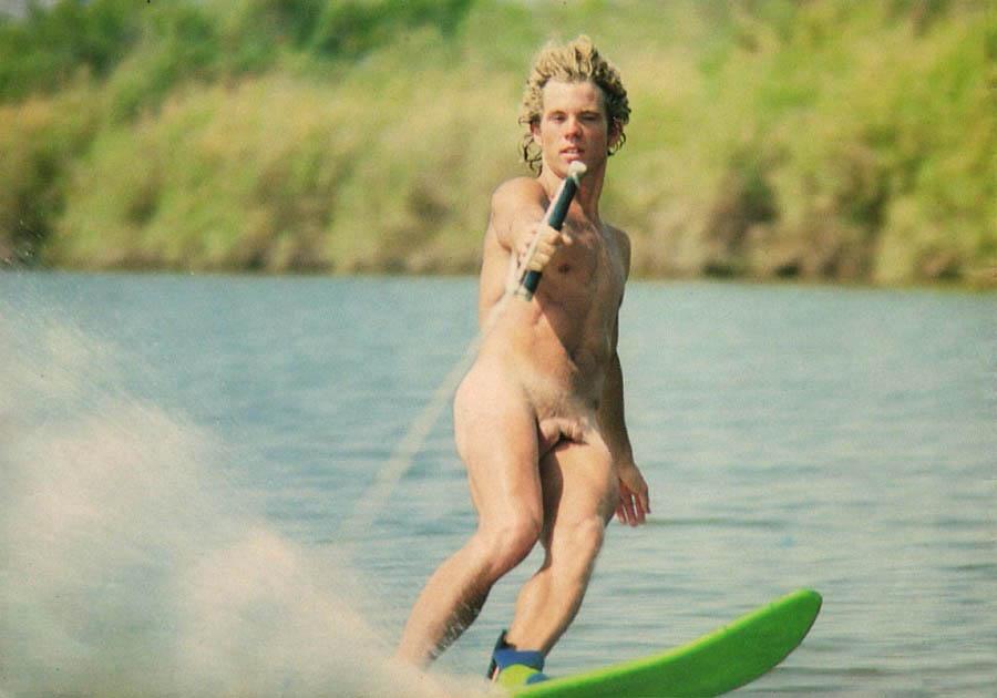 Nude water sking